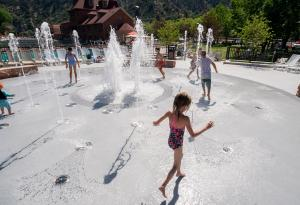 Kids playing in the Grand Fountain Splash Pad